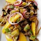Asiatische Nudeln mit Aubergine und Mango