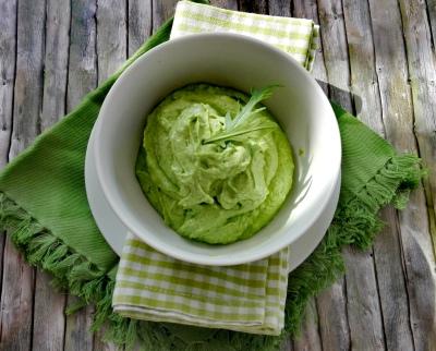 Dipp aus Avocado und Rukola